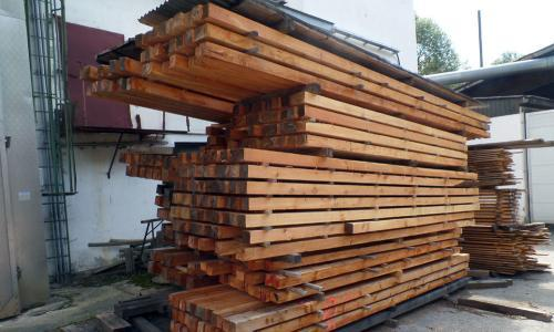 Kantholz und Staffeln aus Lärche